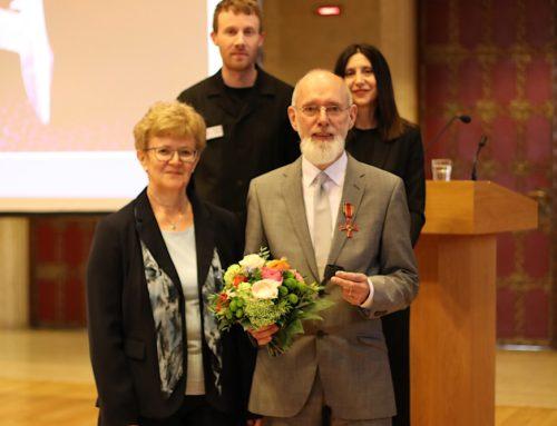 Peter Hubertus zum Botschafter für Alphabetisierung ausgezeichnet